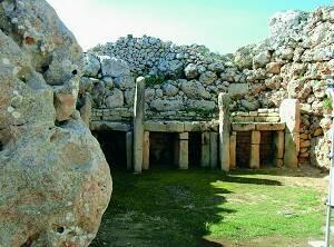 Existenţa unor complexe megalitic Ġgantija învăţat în 1826. Din păcate, săpăturile au venit mult mai tarziu, la mijlocul secolului XX, când templul a suferit deja foarte mult.
